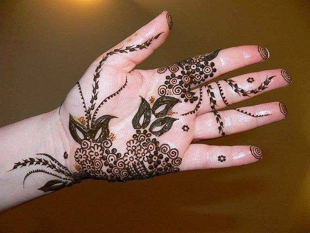 Decent Beautiful Mehndi Designs