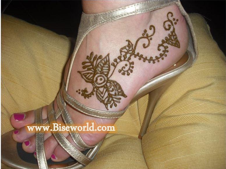 Eid ul Fitr Girls Feet Heena Designs 2016