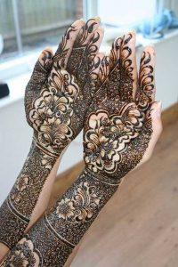 Mehndi Girl Hand Designs 2018